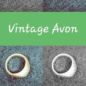 Vintage Avon gold ring